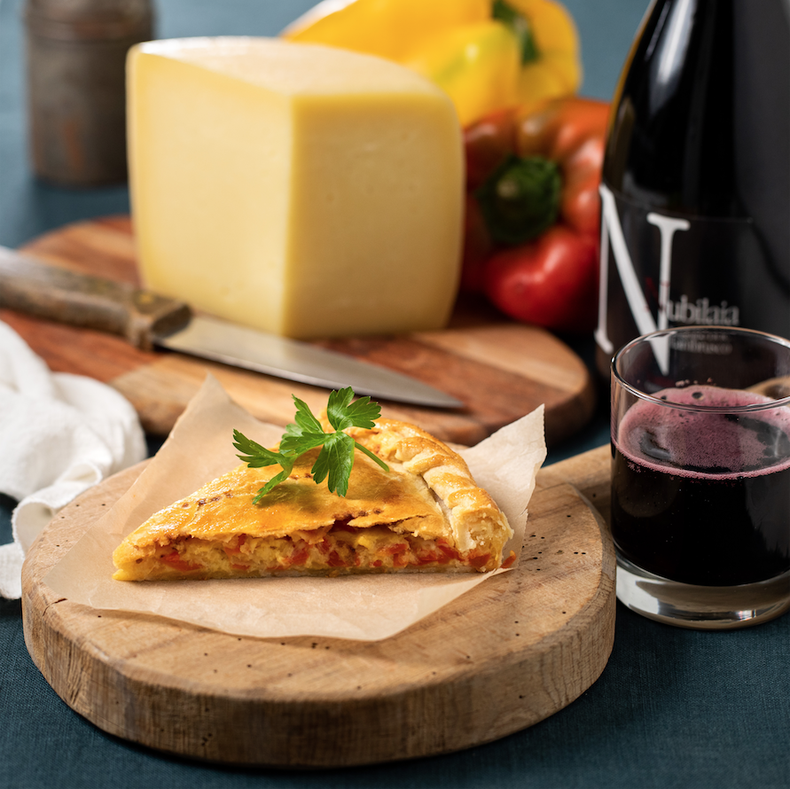 Savoury pie with peppers and Graviera Naxou PDO